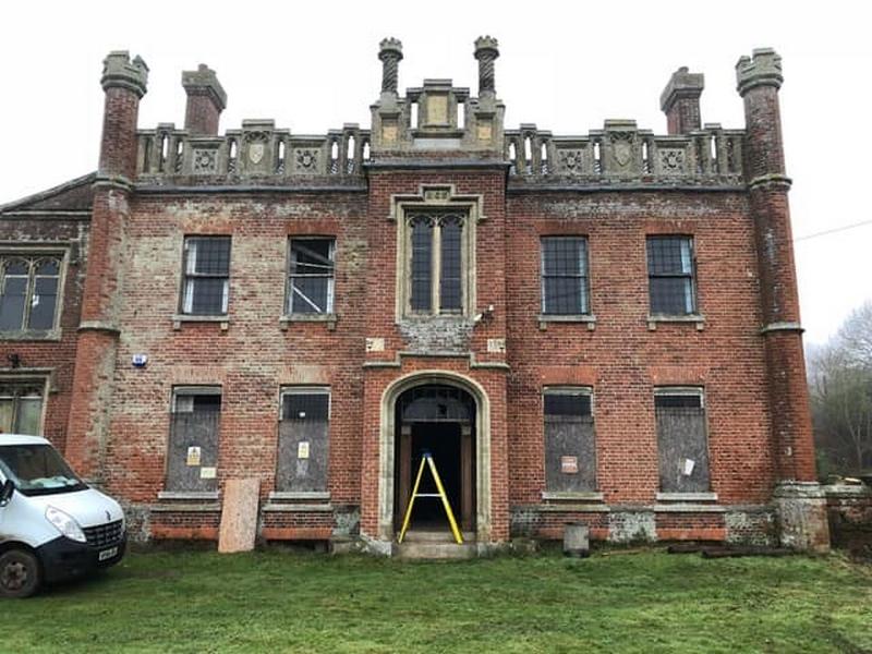 Cặp vợ chồng cải tạo biệt thự cổ bỏ hoang