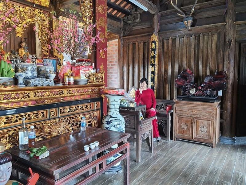 Gia đình cẩu nhà cổ hơn 100 tuổi lên nóc biệt thự